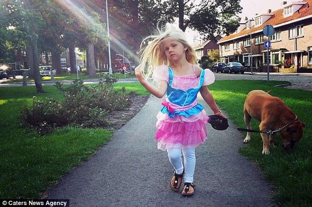 Giây phút vĩnh biệt đầy xúc động của cô bé 6 tuổi với chú chó mù và điếc - Ảnh 8.