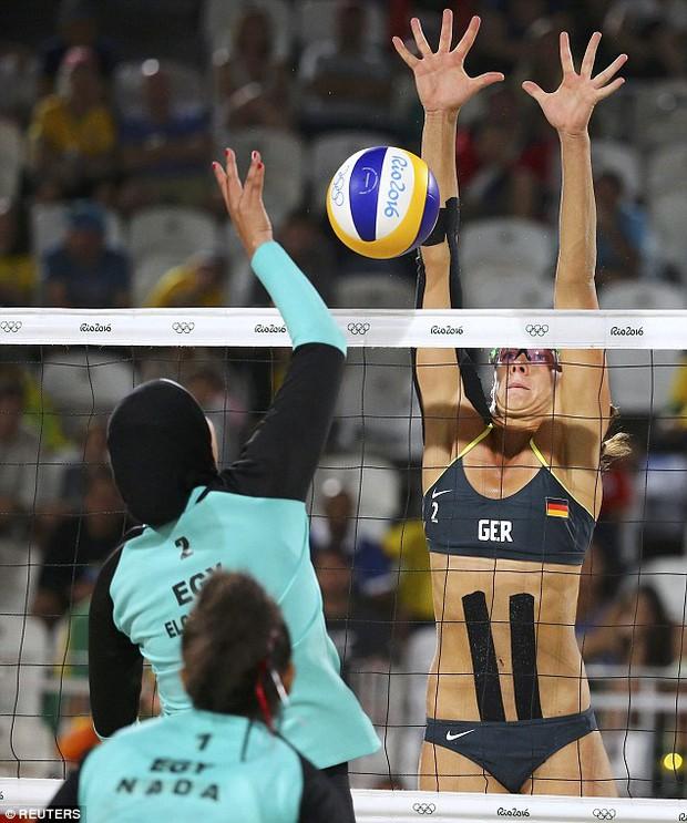 Sự khác biệt giữa 2 nền văn hóa phương Tây và Hồi giáo trong bức ảnh Olympic - Ảnh 3.
