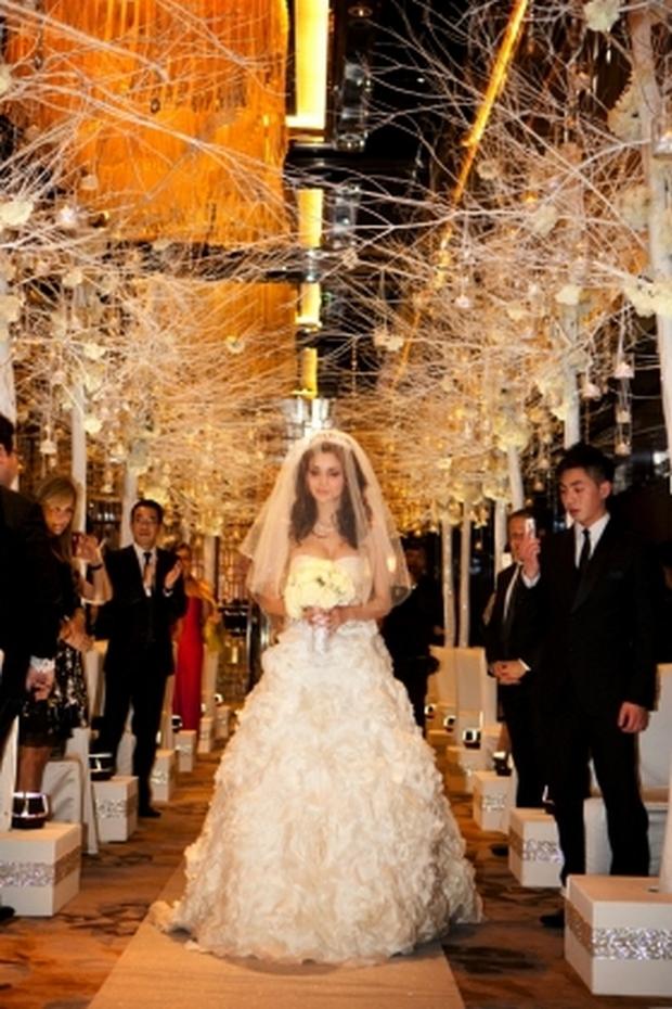 Ngỡ ngàng nhan sắc lệch pha của vợ chồng tỷ phú giàu nhất Macau - Ảnh 14.