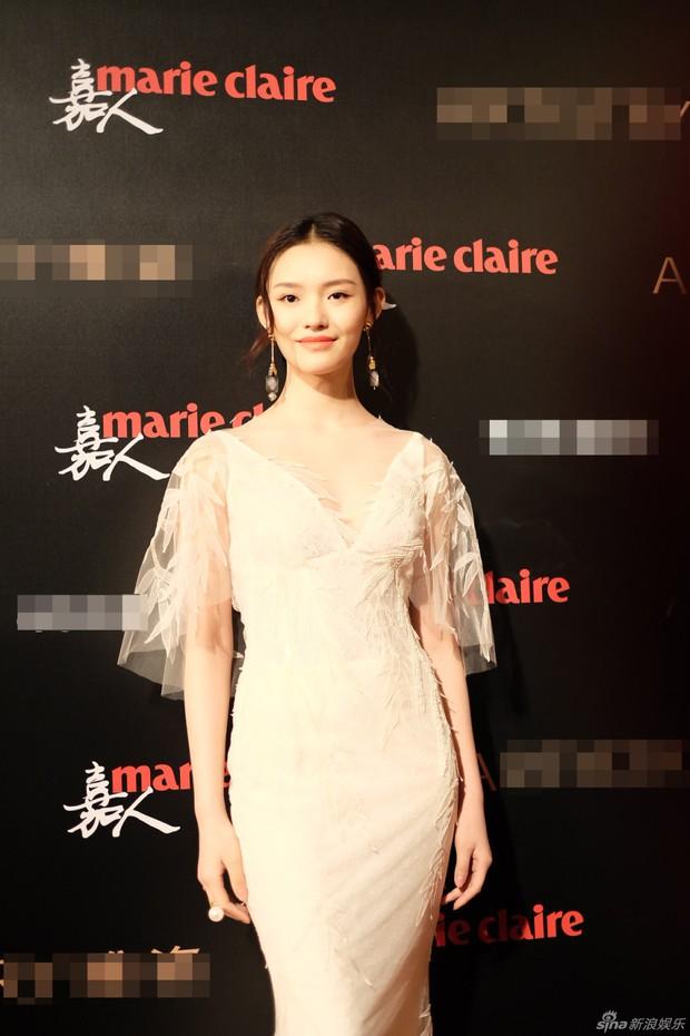 Đường Yên lần đầu xuất hiện bên bạn trai, Dương Mịch đẹp lộng lẫy vượt xa Triệu Vy trên thảm đỏ - Ảnh 22.