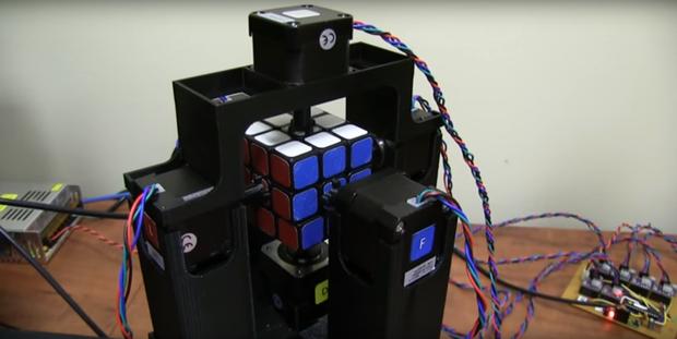 Robot xoay Rubik trong thời gian kỷ lục 1 giây - Ảnh 2.
