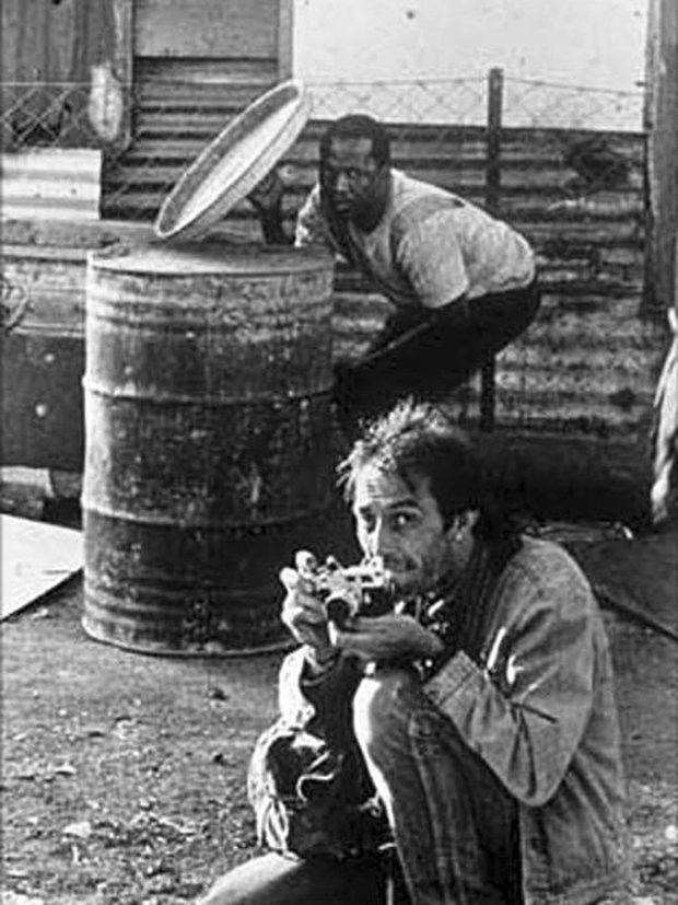 Bi kịch thảm khốc của nhiếp ảnh gia chụp bức ảnh nổi tiếng kền kền chờ đợi - Ảnh 2.