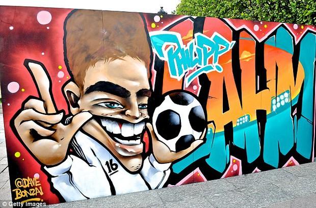 11 cầu thủ vĩ đại nhất lịch sử Euro qua nét vẽ nghệ thuật graffiti - Ảnh 2.