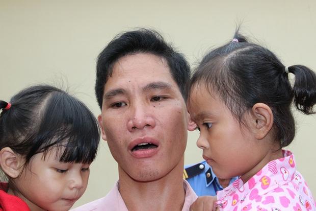 """Hai cháu bé """"trao nhầm"""" trở về với cha mẹ ruột sau 3 năm - Ảnh 7."""