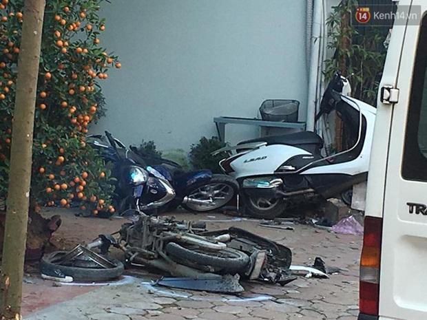 Clip vụ tai nạn kinh hoàng xe Camry tông 3 người tử vong - Ảnh 4.