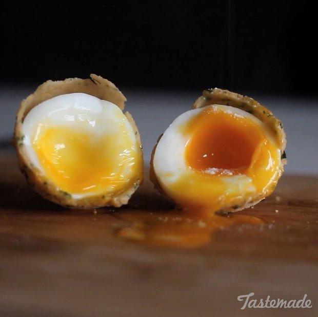 Chán trứng luộc bình thường, bạn hãy làm ngay kiểu trứng lòng đào vỏ giòn này nhé! - Ảnh 4.