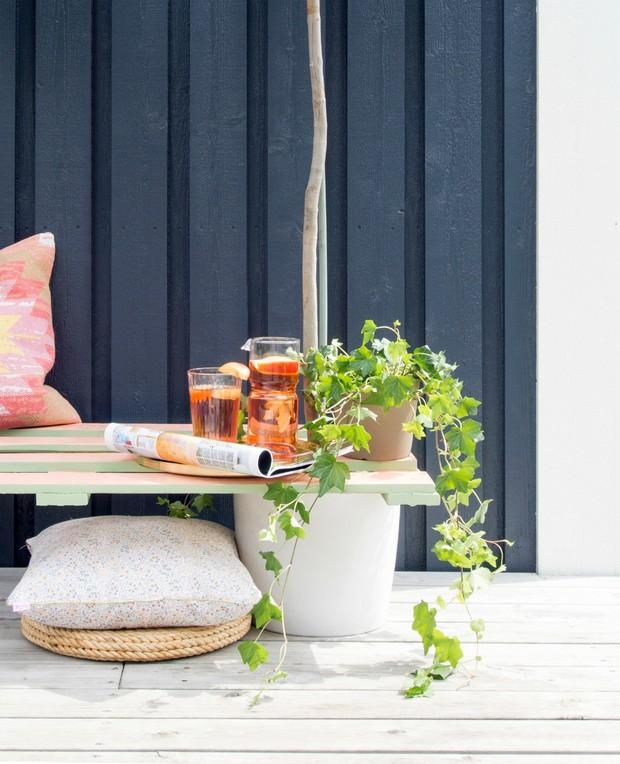 Làm ghế gỗ ăn theo ý tưởng vườn hoa từ bãi rác - Ảnh 11.