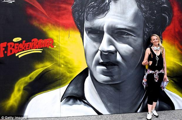 11 cầu thủ vĩ đại nhất lịch sử Euro qua nét vẽ nghệ thuật graffiti - Ảnh 3.