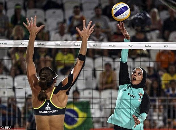 Sự khác biệt giữa 2 nền văn hóa phương Tây và Hồi giáo trong bức ảnh Olympic - Ảnh 2.