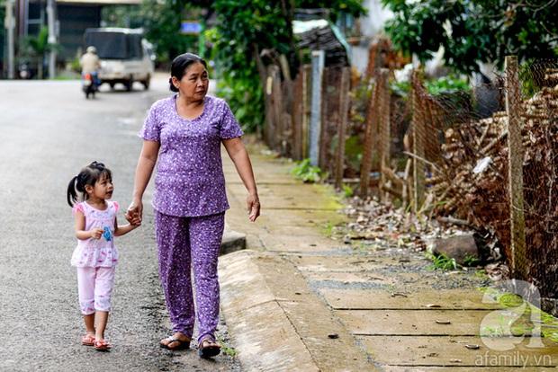 Tình tiết bất ngờ trong vụ trao nhầm con ở Bình Phước: Một gia đình nhận nuôi cả 2 bé - Ảnh 3.