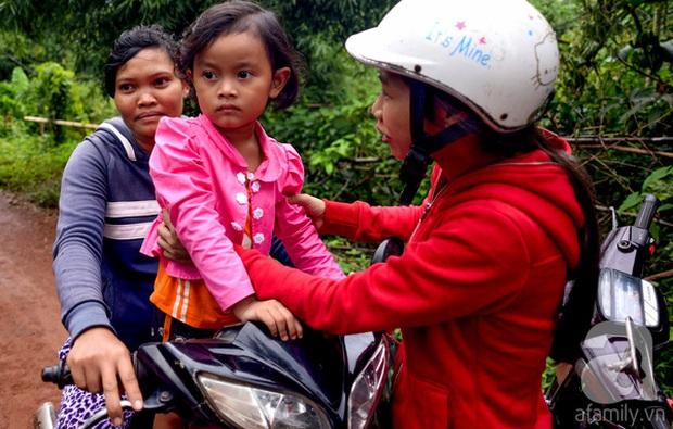 Tình tiết bất ngờ trong vụ trao nhầm con ở Bình Phước: Một gia đình nhận nuôi cả 2 bé - Ảnh 8.