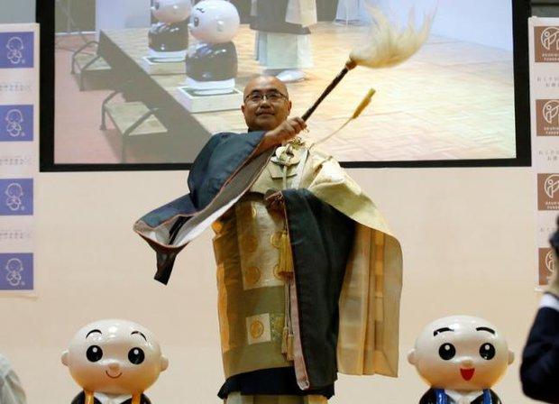 Đã tìm ra nhà sư đẹp trai nhất Nhật Bản trong cuộc thi sắc đẹp tại hội chợ ma chay - Ảnh 2.