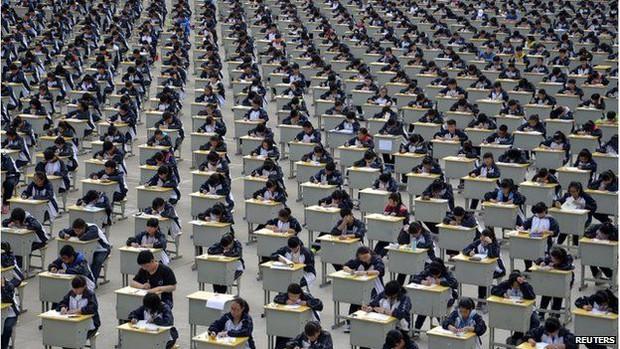 Trung Quốc: Cấm học sinh xé sách, la hét trước kì thi đại học - Ảnh 2.