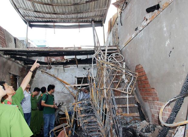 Xúc động lễ đưa tang 6 nạn nhân chết cháy ở Cà Mau - Ảnh 4.