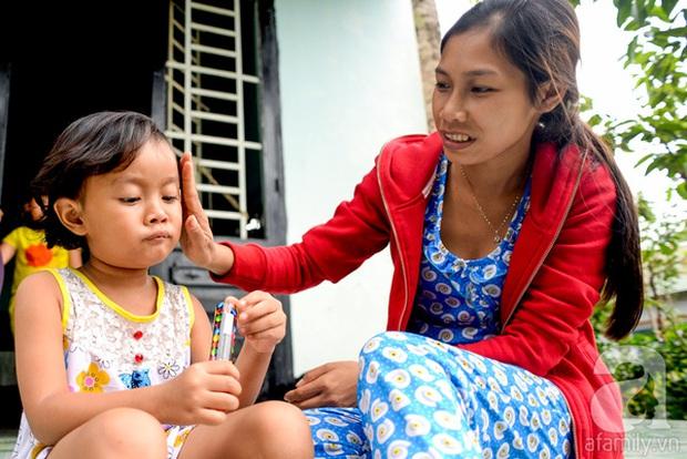 Tình tiết bất ngờ trong vụ trao nhầm con ở Bình Phước: Một gia đình nhận nuôi cả 2 bé - Ảnh 9.