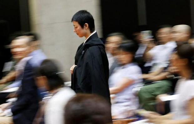 Đã tìm ra nhà sư đẹp trai nhất Nhật Bản trong cuộc thi sắc đẹp tại hội chợ ma chay - Ảnh 4.