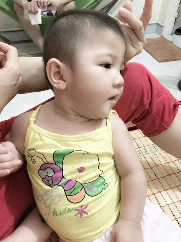 Hình ảnh mới của bé gái Lào Cai 14 tháng tuổi nặng 3,5kg sau hơn 3 tháng được mẹ nuôi chăm sóc - Ảnh 4.