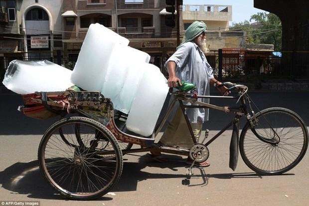 Chùm ảnh: Những hình ảnh nắng nóng khủng khiếp chỉ có ở Ấn Độ - Ảnh 20.