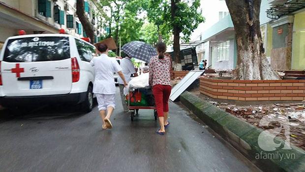 Lạ lùng cảnh phủ nilon, che ô tránh nước mưa cho bệnh nhân chờ mổ ở bệnh viện Việt Đức - Ảnh 5.