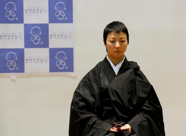 Đã tìm ra nhà sư đẹp trai nhất Nhật Bản trong cuộc thi sắc đẹp tại hội chợ ma chay - Ảnh 3.