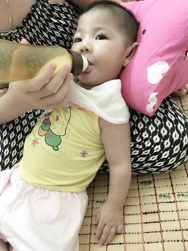 Hình ảnh mới của bé gái Lào Cai 14 tháng tuổi nặng 3,5kg sau hơn 3 tháng được mẹ nuôi chăm sóc - Ảnh 5.