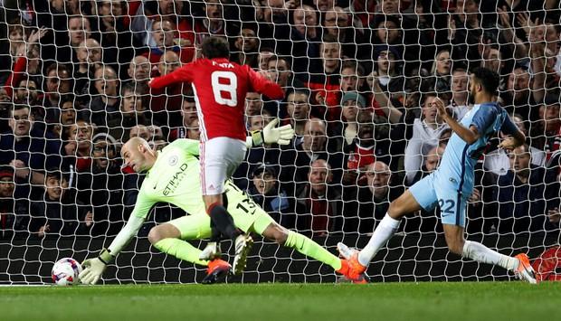 Mourinho phục hận, Man Utd đá văng Man City khỏi Cúp Liên đoàn - Ảnh 7.