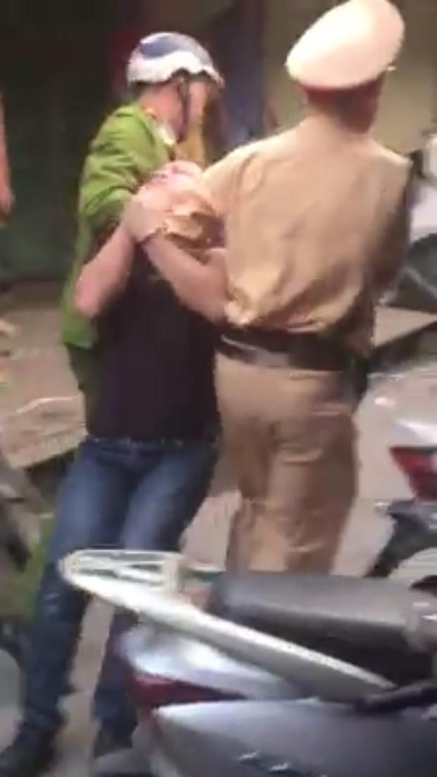 Quảng Ninh: Gây tai nạn liên hoàn còn đuổi đánh nạn nhân và công an - Ảnh 2.
