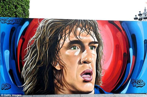 11 cầu thủ vĩ đại nhất lịch sử Euro qua nét vẽ nghệ thuật graffiti - Ảnh 4.