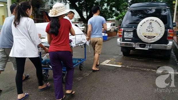 Lạ lùng cảnh phủ nilon, che ô tránh nước mưa cho bệnh nhân chờ mổ ở bệnh viện Việt Đức - Ảnh 6.