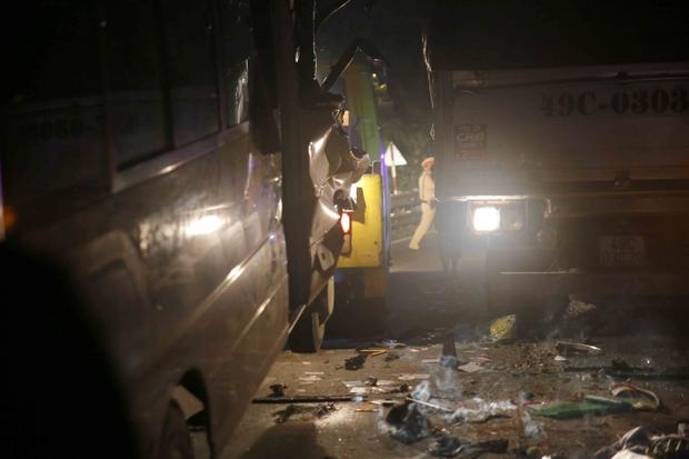 Video: Đèo Bảo Lộc kẹt cứng sau vụ tai nạn 6 người thương vong - Ảnh 8.