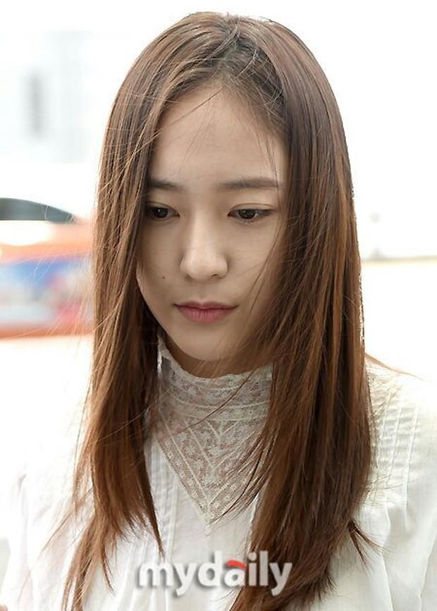 Tranh cãi xung quanh sự khác biệt giữa thái độ tại sân bay của Suzy và Krystal - Ảnh 7.