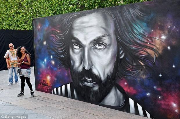 11 cầu thủ vĩ đại nhất lịch sử Euro qua nét vẽ nghệ thuật graffiti - Ảnh 6.