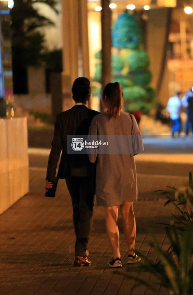 Nhiều lần thoải mái ôm hôn nơi công cộng, Trấn Thành và Hari Won đang là cặp đôi lộ liễu nhất Vbiz - Ảnh 9.