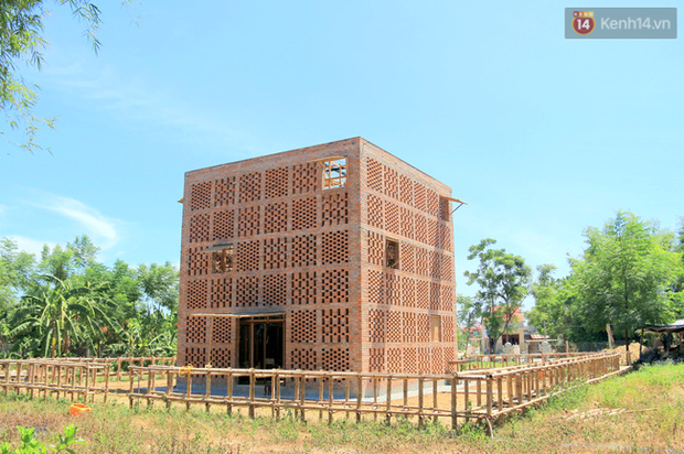Chùm ảnh: Cận cảnh ngôi nhà 3 tầng bằng đất nung của nghệ nhân gốm Việt được lên báo Mỹ - Ảnh 2.