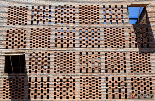 Chùm ảnh: Cận cảnh ngôi nhà 3 tầng bằng đất nung của nghệ nhân gốm Việt được lên báo Mỹ - Ảnh 6.