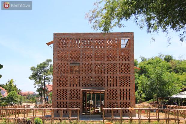 Chùm ảnh: Cận cảnh ngôi nhà 3 tầng bằng đất nung của nghệ nhân gốm Việt được lên báo Mỹ - Ảnh 13.