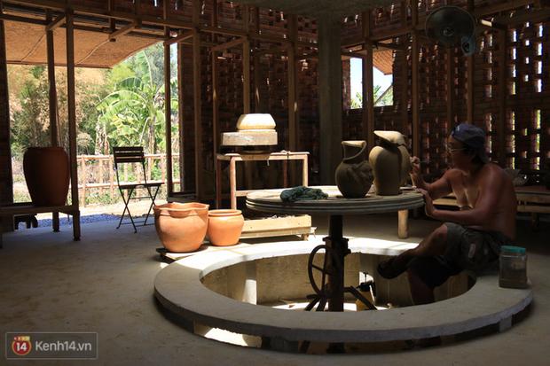 Chùm ảnh: Cận cảnh ngôi nhà 3 tầng bằng đất nung của nghệ nhân gốm Việt được lên báo Mỹ - Ảnh 18.