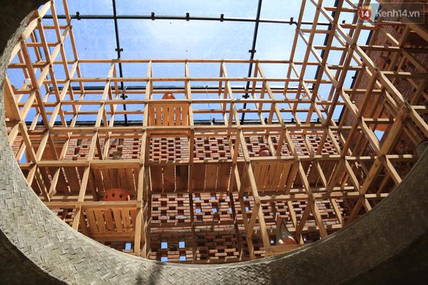 Chùm ảnh: Cận cảnh ngôi nhà 3 tầng bằng đất nung của nghệ nhân gốm Việt được lên báo Mỹ - Ảnh 3.