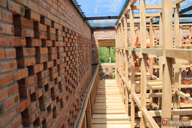 Chùm ảnh: Cận cảnh ngôi nhà 3 tầng bằng đất nung của nghệ nhân gốm Việt được lên báo Mỹ - Ảnh 11.