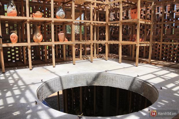 Chùm ảnh: Cận cảnh ngôi nhà 3 tầng bằng đất nung của nghệ nhân gốm Việt được lên báo Mỹ - Ảnh 7.