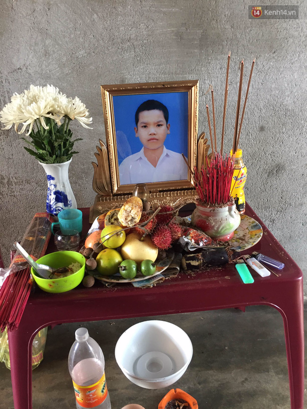 Cha mẹ của cậu bé tự tử ở Gia Lai: Sôn có biết là chúng tôi đang may quần áo mới cho con rồi - Ảnh 1.