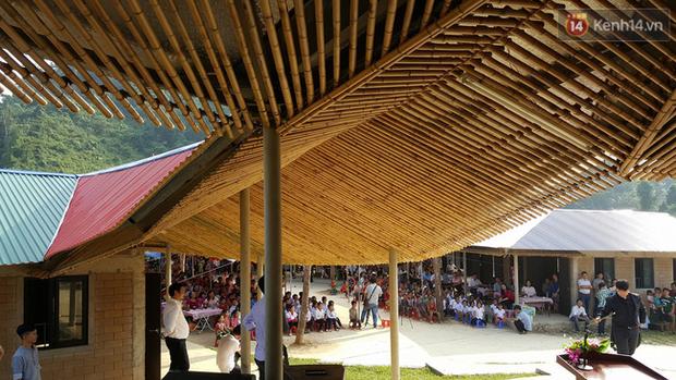 Cận cảnh ngôi trường độc đáo và đẹp như một đóa hoa dành cho trẻ em Lũng Luông - Ảnh 6.