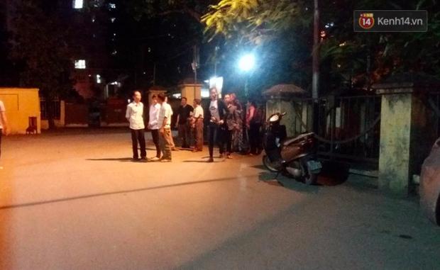 Hà Nội: Xe chở tôn trôi tuột trên cầu, người phụ nữ ngồi chờ xe buýt bị cứa cổ tử vong - Ảnh 3.