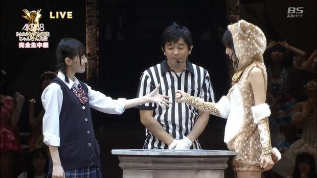 Có hẳn một game oẳn tù tì khiến người chơi khóc nức nở như thế này tại Nhật! - Ảnh 1.