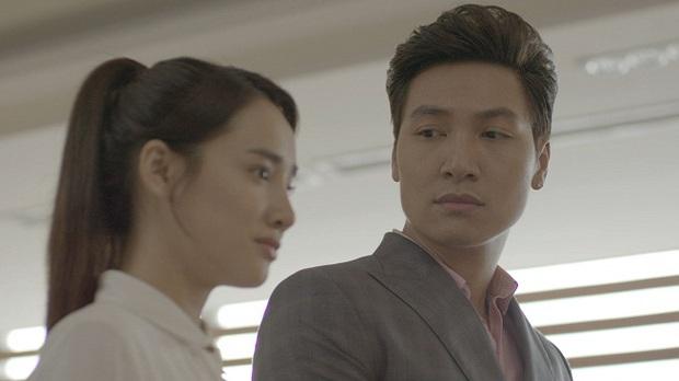 Linh (Nhã Phương) nắm tay Phong (Mạnh Trường) trước mặt Junsu (Kang Tae Oh) - Ảnh 1.