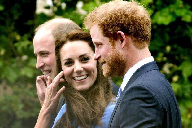 Tình cảm thân thiết đáng kinh ngạc giữa Công nương Kate và Hoàng tử Harry - Ảnh 1.