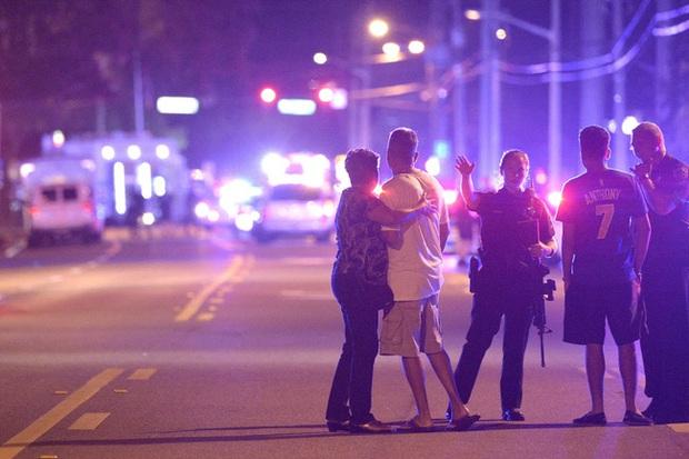 Từ vụ xả súng hộp đêm Pulse: Sự kì thị người đồng tính vẫn bủa vây, cả bên trong và bên ngoài nước Mỹ - Ảnh 1.