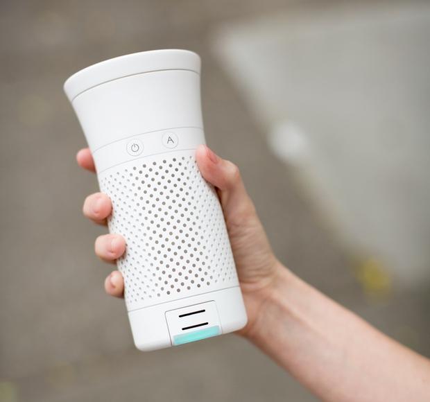 Không lo hại phổi với máy lọc không khí cá nhân gọn bằng chai nước - Ảnh 2.
