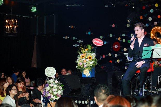 Uyên Linh, Lê Hiếu đến mừng đêm nhạc sinh nhật Quốc Thiên - Ảnh 1.