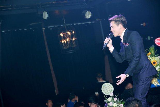 Uyên Linh, Lê Hiếu đến mừng đêm nhạc sinh nhật Quốc Thiên - Ảnh 3.